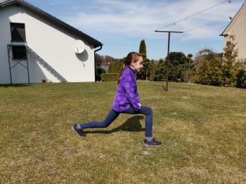 ćwiczenie 5  Wykrok lewą i prawą nogą (Copy)
